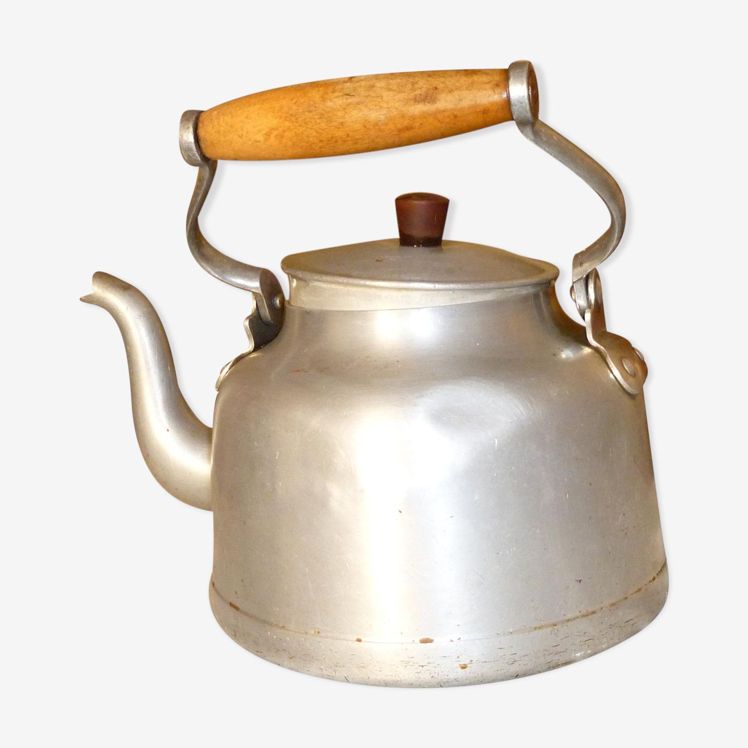 Ancienne bouilloire en aluminium