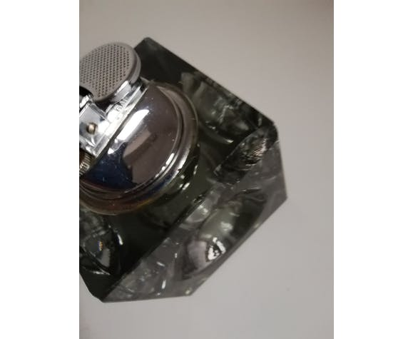 Cubic glass table lighter