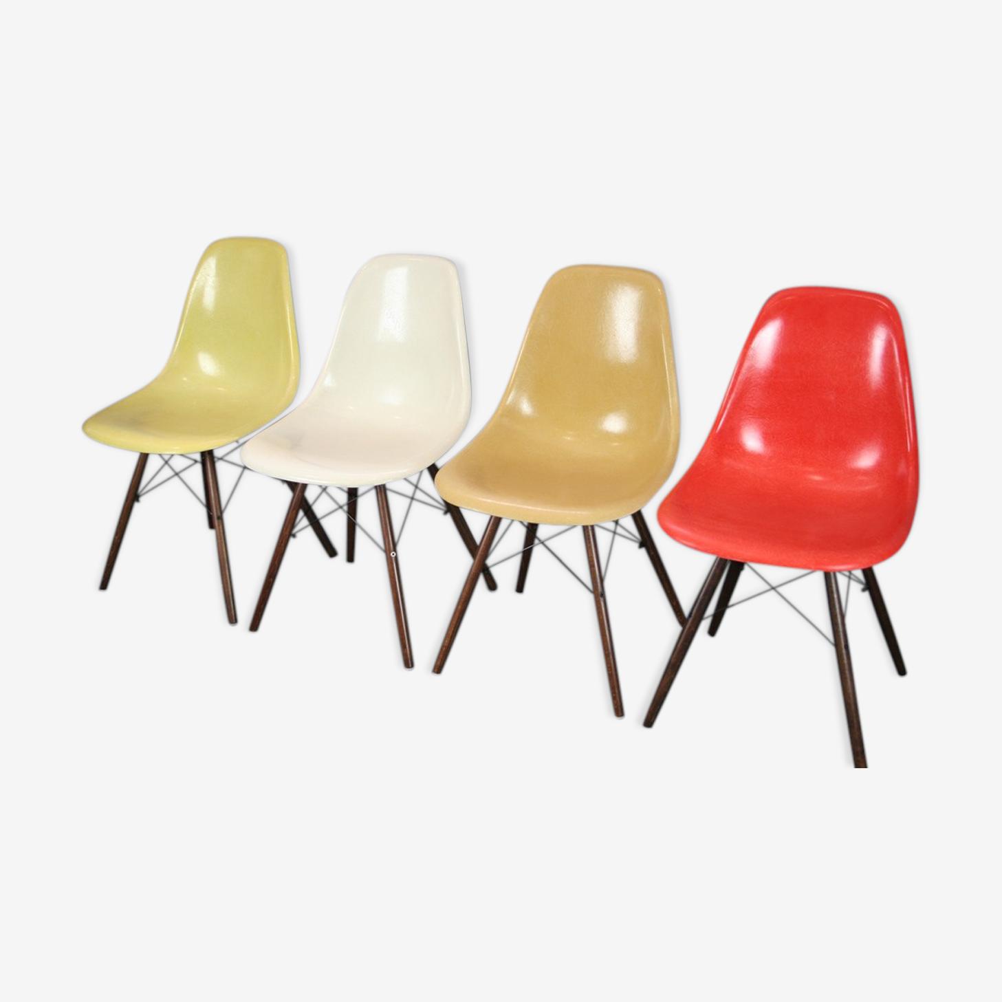 Lot 4 chaises DSW fibre noyer Eames Herman Miller vintage