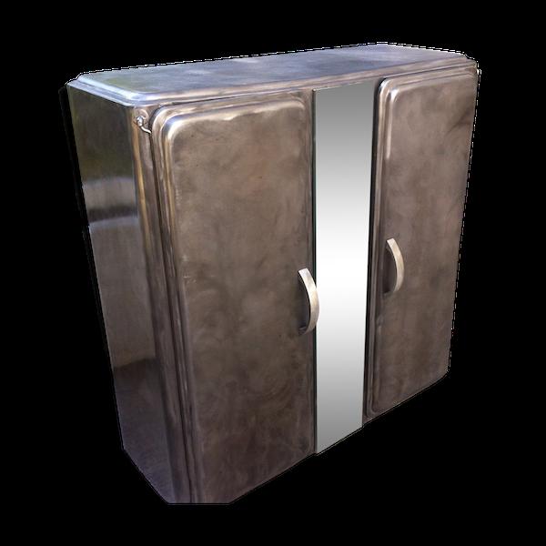 Armoire à suspendre en métal