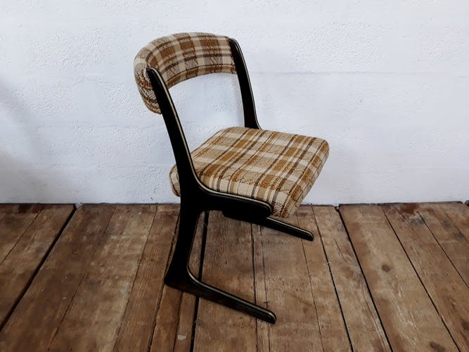 5 vintage chairs