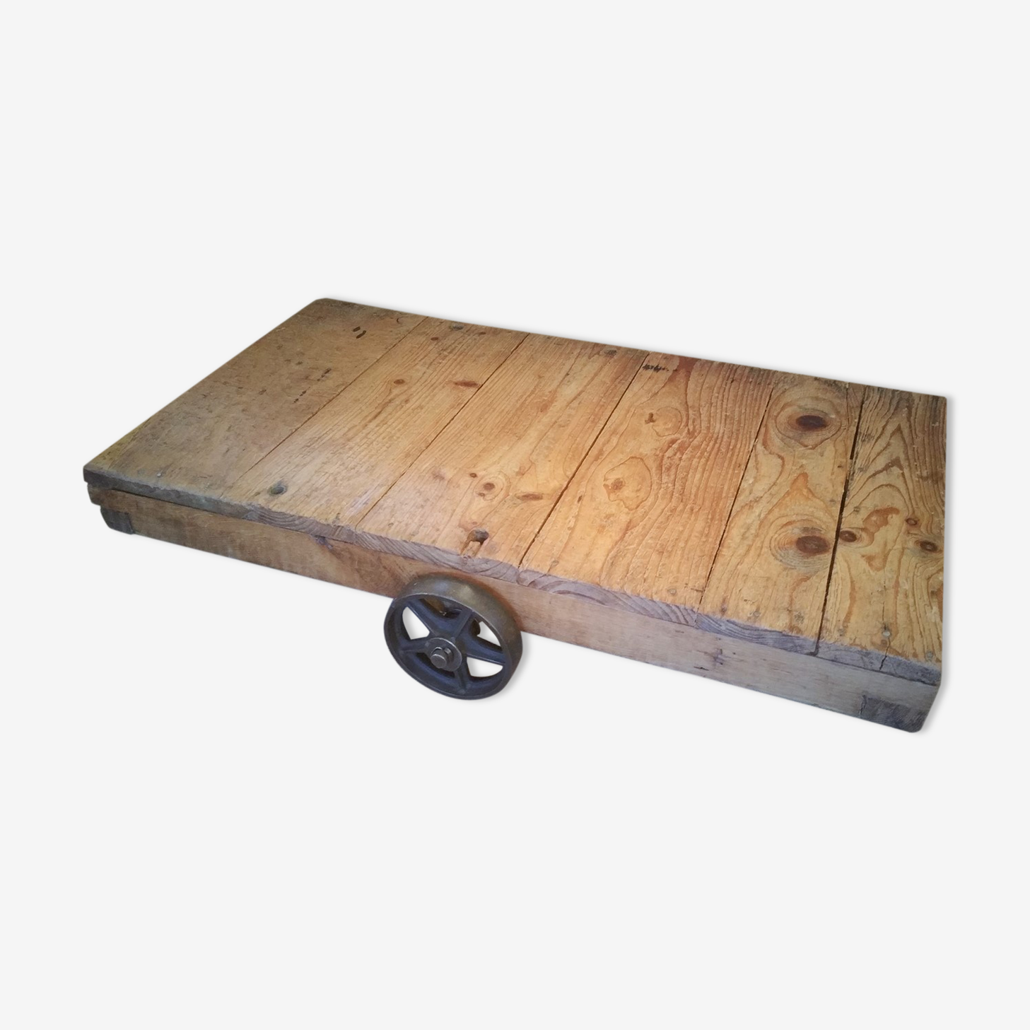 Industrial pallet coffee table