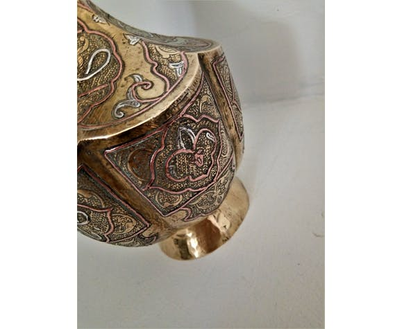 Ancien vase polylobé Syrien en laiton damasquiné