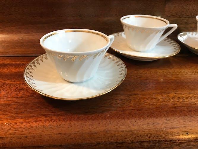 Set de 5 tasses à café et soucoupes en porcelaine blanche et dorée