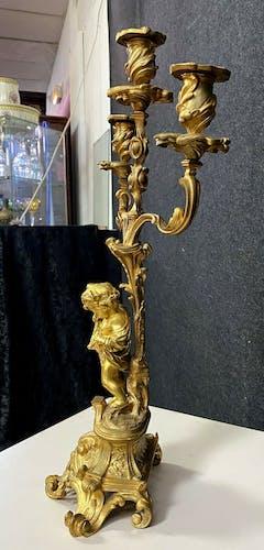 Paire de bougeoirs aux putti en bronze doré époque Napoléon III vers 1880