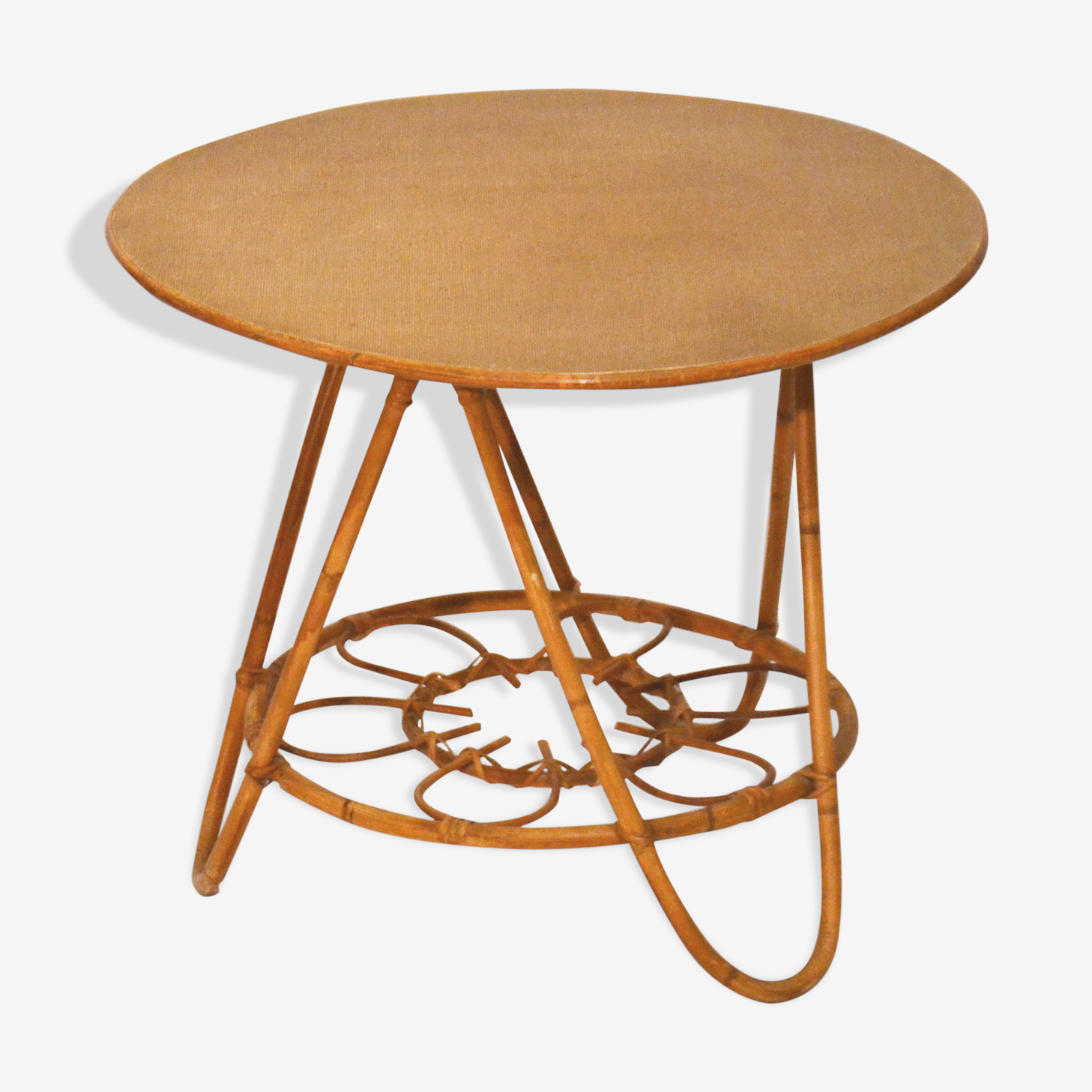 Round coffee table rattan