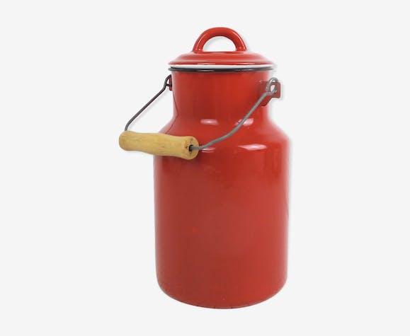 Pot à lait en émail rouge