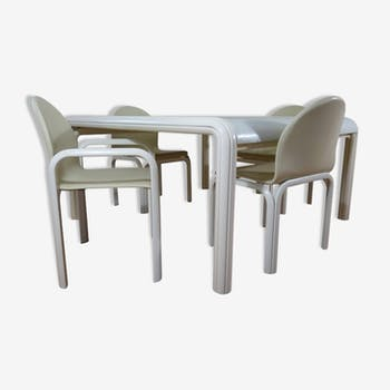Table and chairs by Gae Aulenti for Knoll International