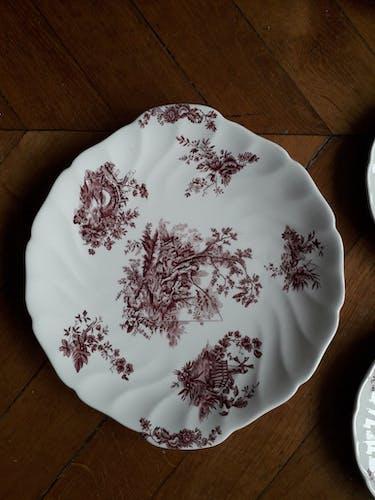 Ensemble de 11 assiettes à dessert et un plat en céramique anglaise