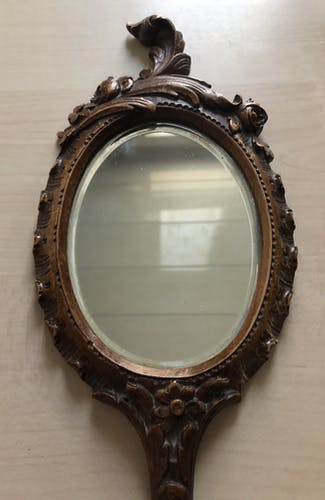 Hand-faced mirror carved wooden