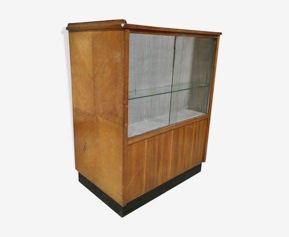Former cash vitrine store counter