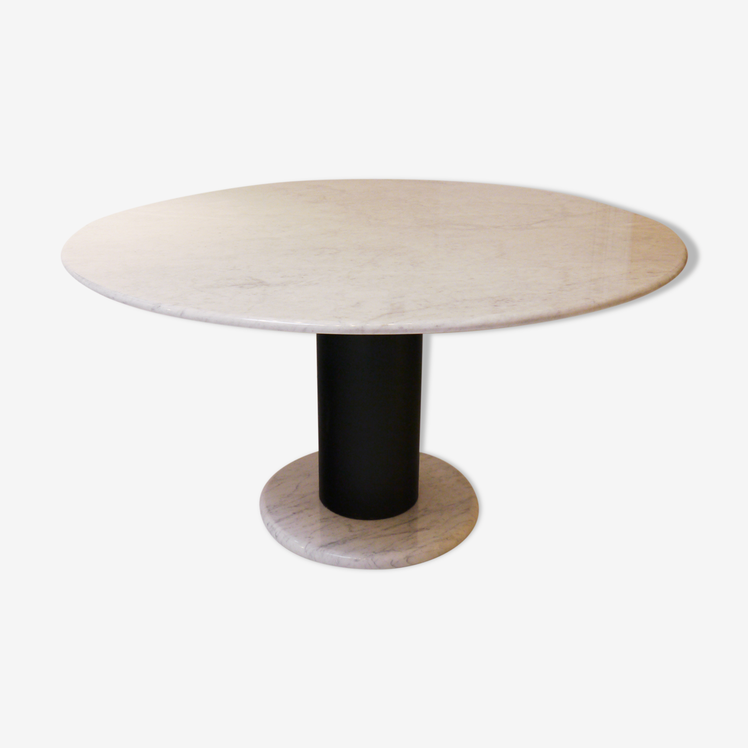 End table marble of Carrara Ettore Sottsass 1990