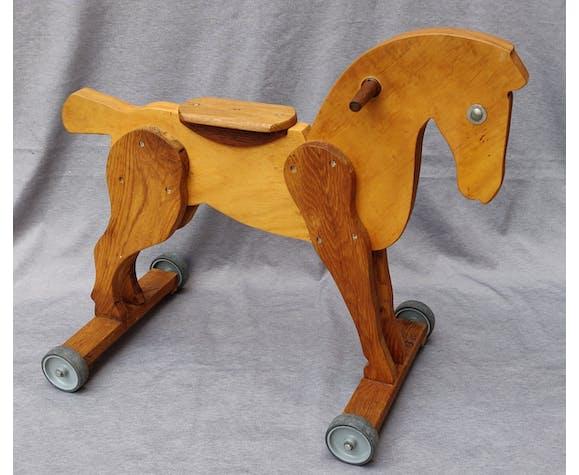 Cheval de bois pour enfants, 1970