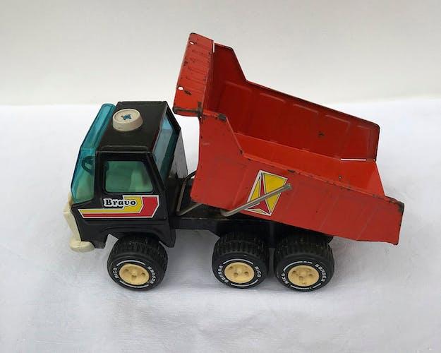 Camion en métal