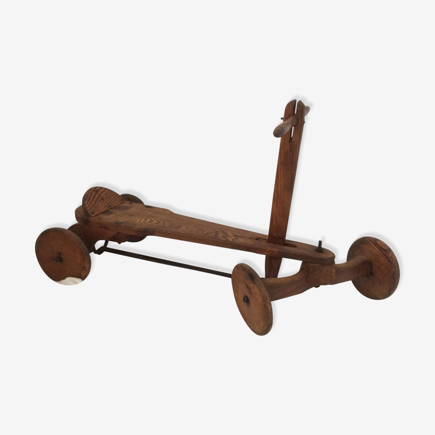 Tricycle en bois à propulsion
