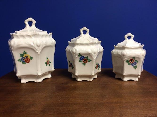 Trois pots à épice vintage