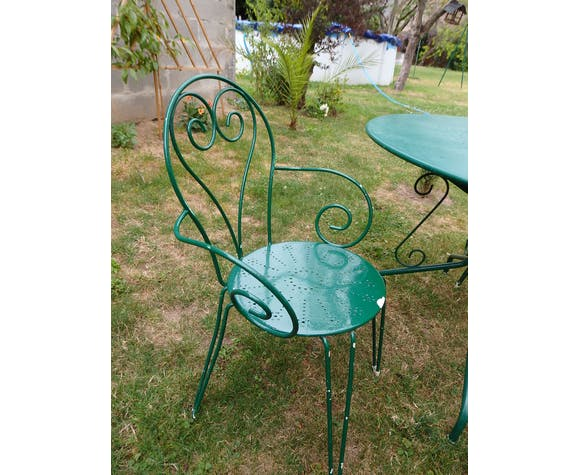 Salon jardin en fer forgé table et 2 fauteuils