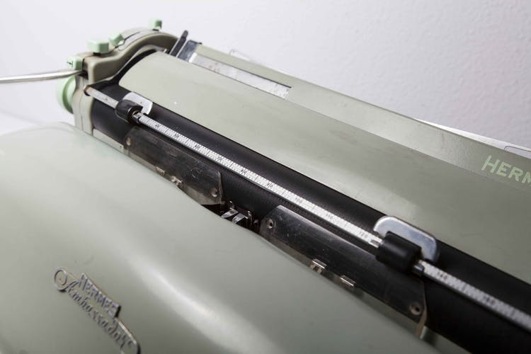 Machine à écrire Hermès Ambassador verte 1962