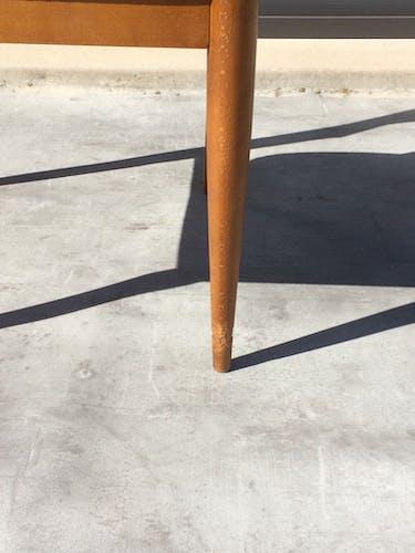 Série de 6 chaises scandinaves en teck et skaï noir