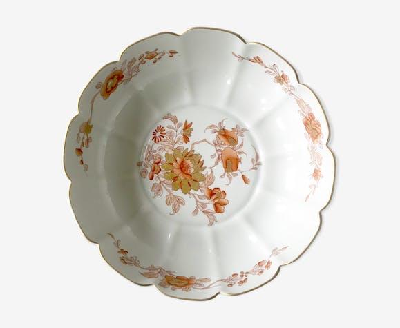 Plat creux en porcelaine blanche à motifs d'inspiration Extrême Orient