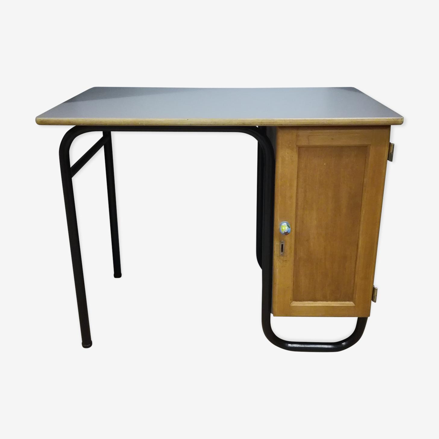 Desk of insitutor years 50