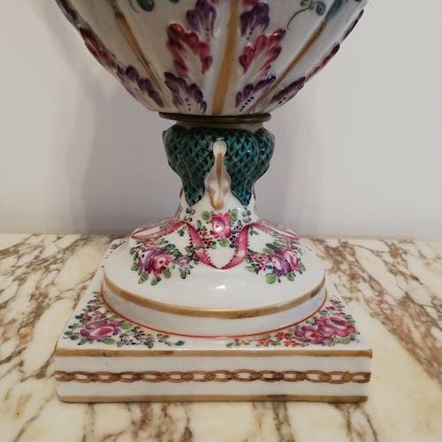 Vase balustre à anses en porcelaine de Samson
