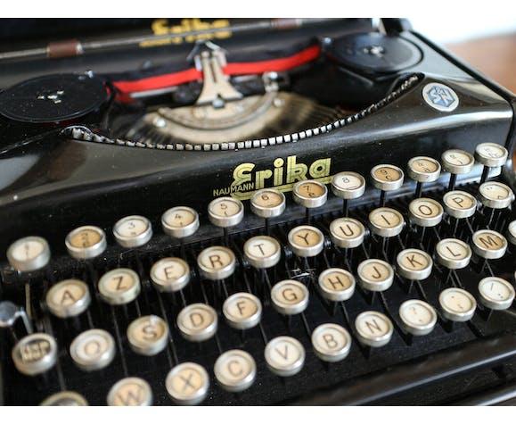Machine à écrire vintage Erika