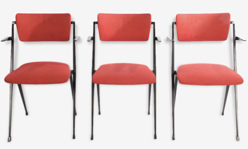 Set de 3 chaises pyramid touges par Wim Rietveld