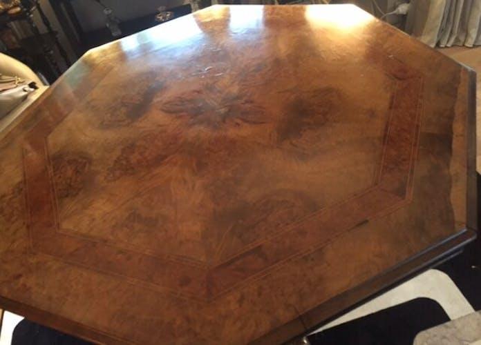 Octagonal table of the XIXth Walnut veneer