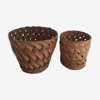 Deux cache pots assortis en osier tressé