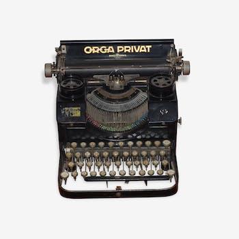 Une ancienne machine à écrire