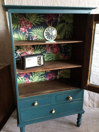 Small wardrobe showcase H100