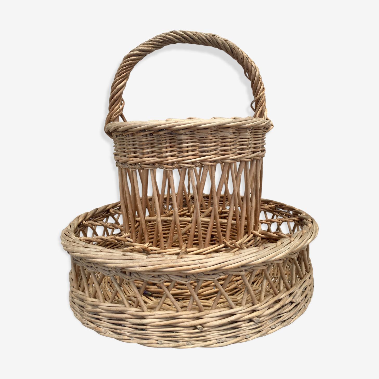 Vintage braided wicker basket-bar