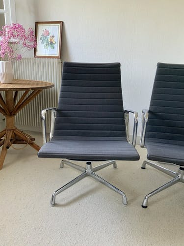 Fauteuils EA115 par Charles and Ray Eames édition Herman Miller
