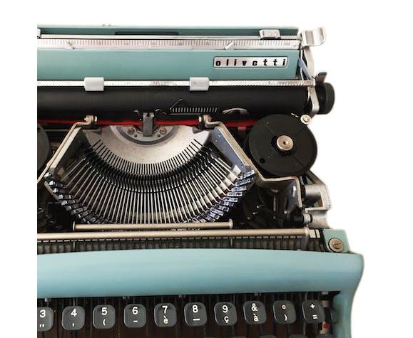 Olivetti Lettera 22 blue pastel vintage typewriter
