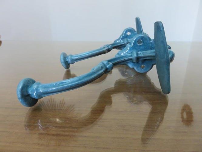 Paire de patères en fonte émaillée bleue art deco années 30/40