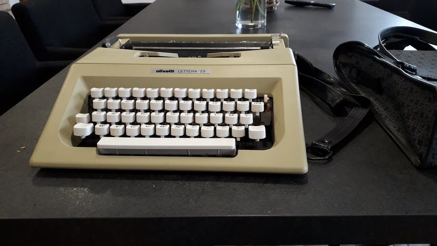 Machine à écrire portative Olivetti