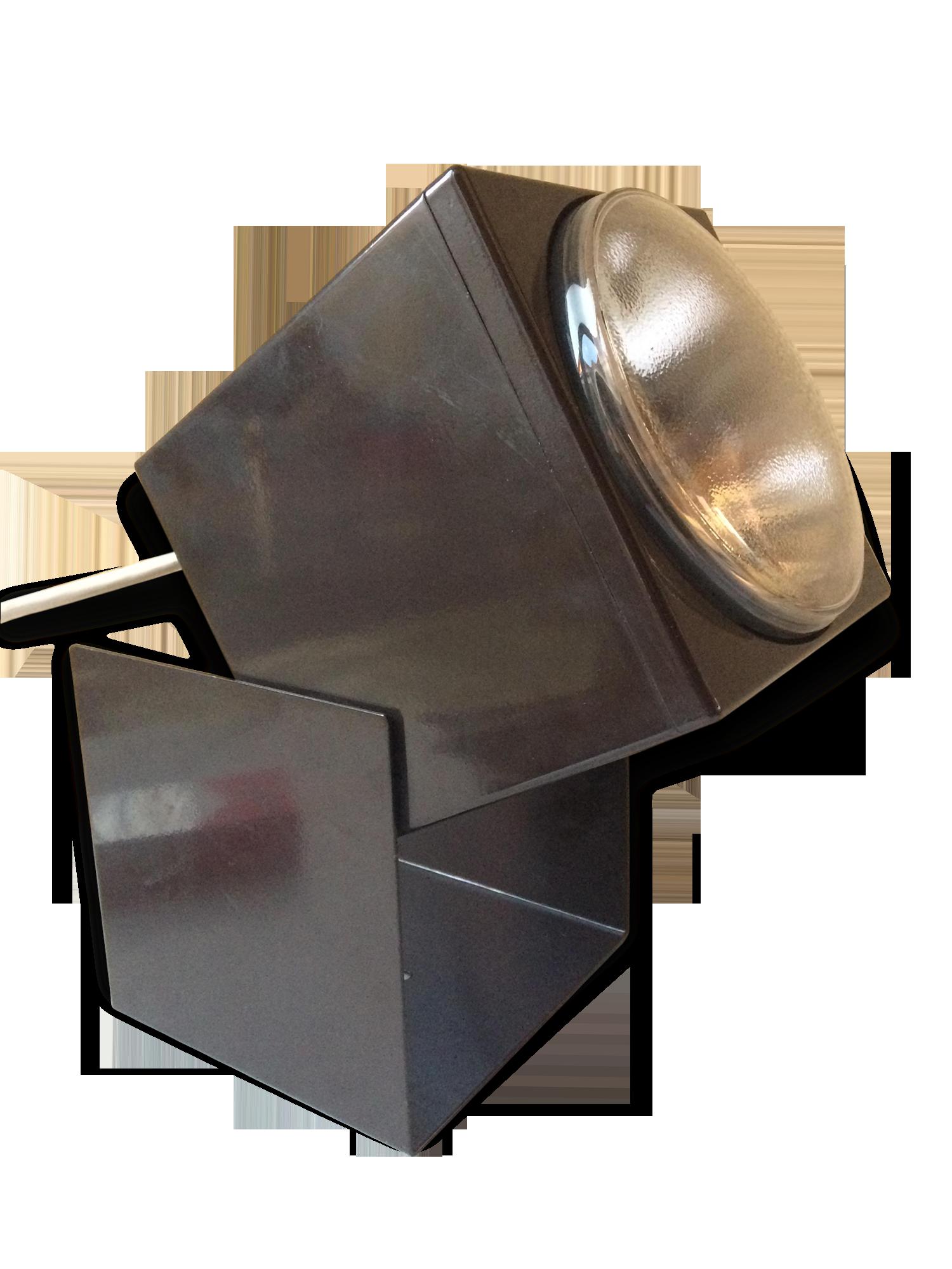 Grande applique design triangulaire plastique metal perforé
