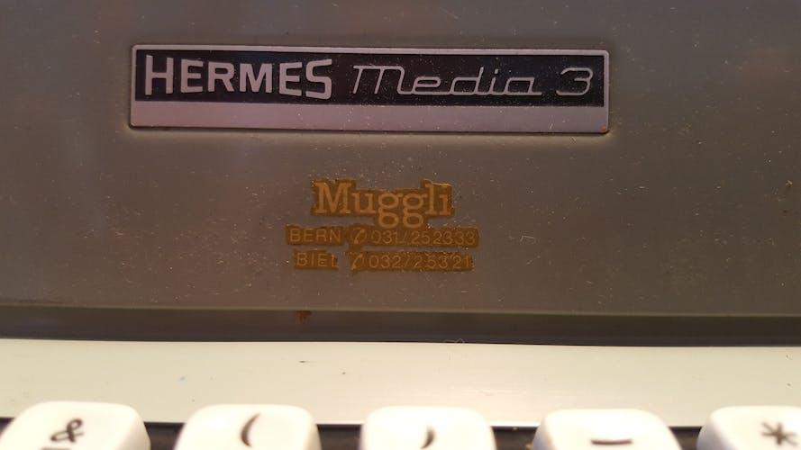 Machine à écrire hermes média 3