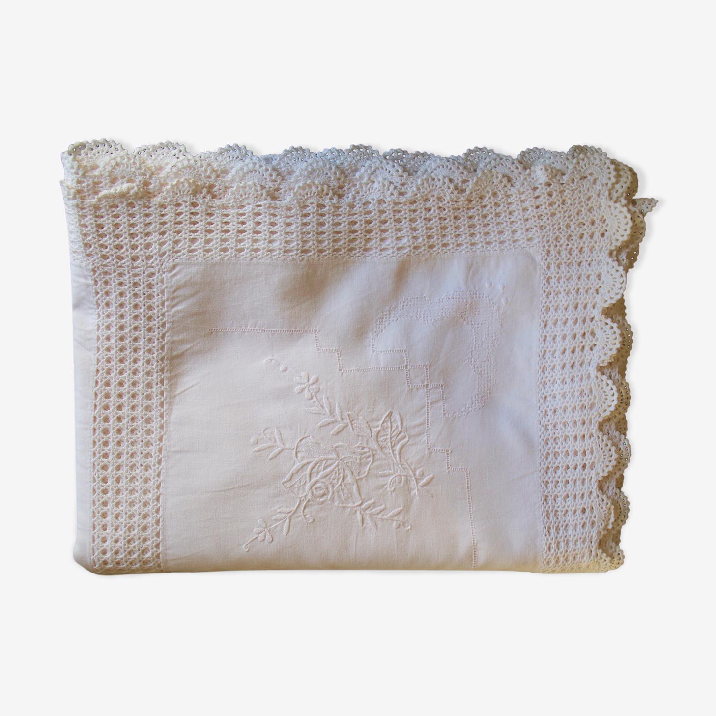 Nappe brodée en coton blanc
