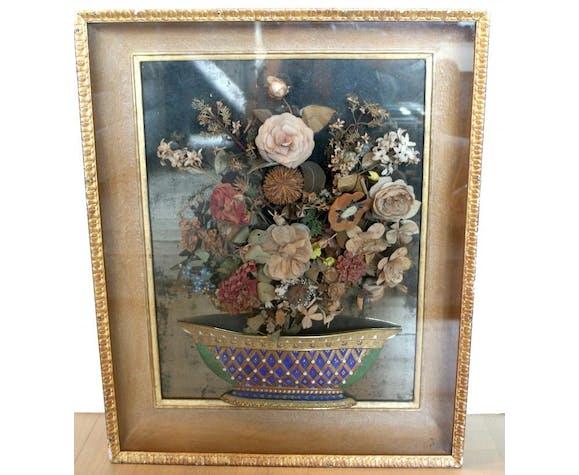 Composition de fleurs en tissus avec base en porcelaine 19ème