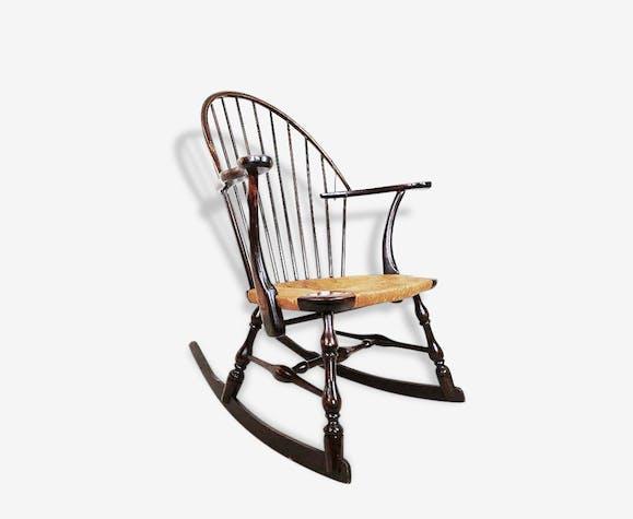 ancien fauteuil bascule rocking chair en bois vintage. Black Bedroom Furniture Sets. Home Design Ideas