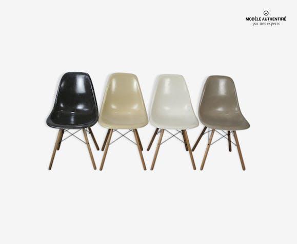 Lot 4 chaises DSW par Charles Eames pour Herman Miller