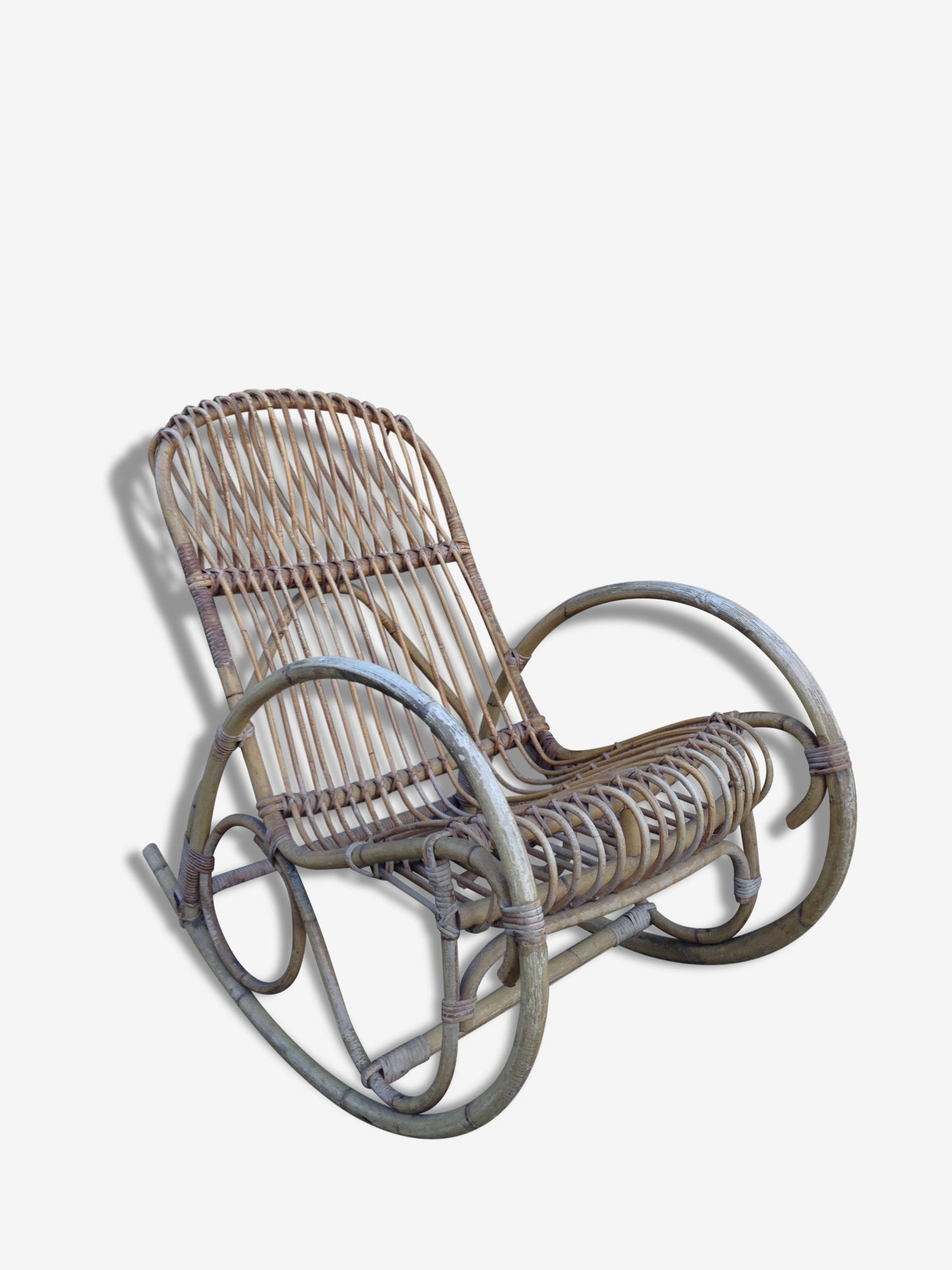 Rare rocking-chair en rotin