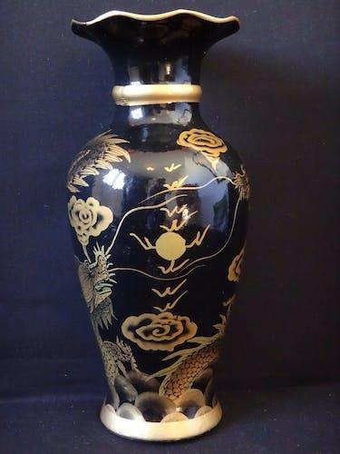 Vase Chinois peint métal dragon pourchassant la perle sacrée laqué Vietnam 34cm