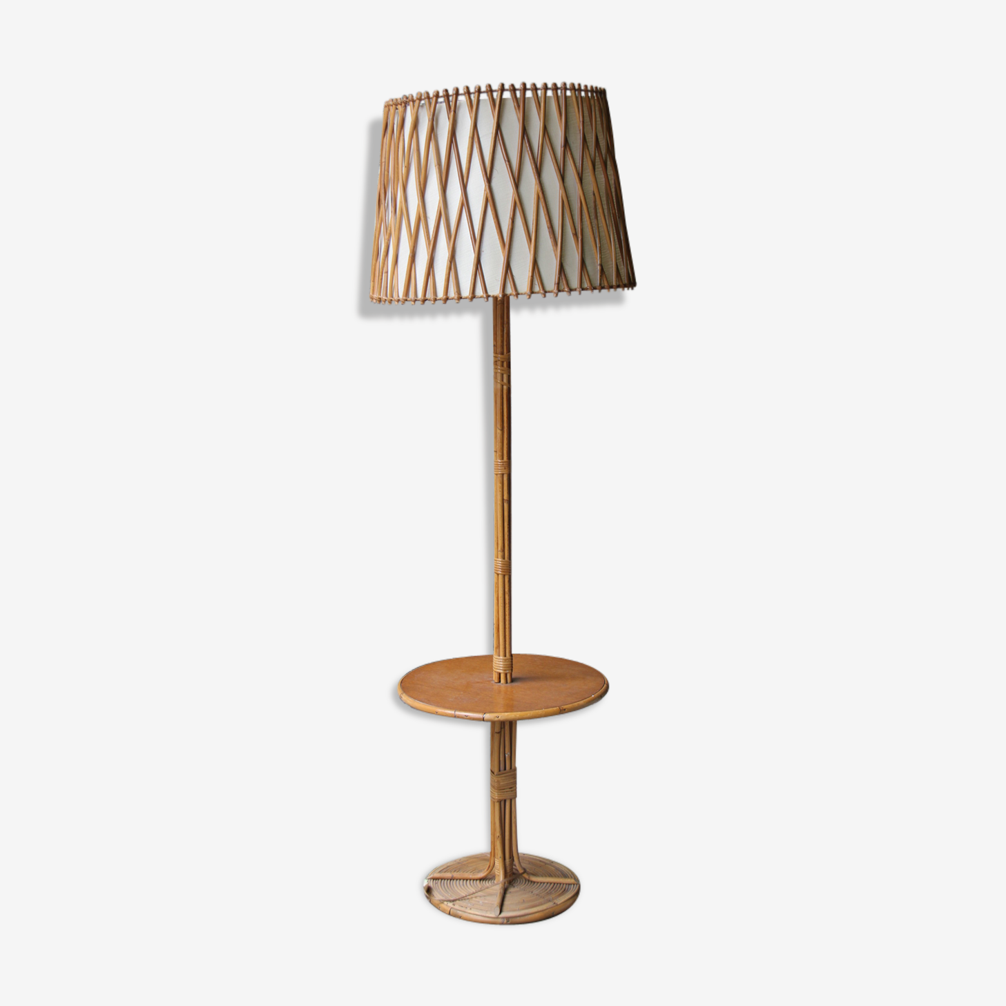 Lampadaire rotin tablette