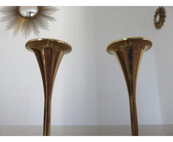 Paire de bougeoirs scandinaves en laiton pieds tulipe années 70