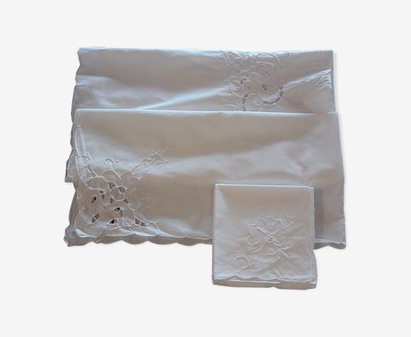 Nappe à thé ancienne brodée et 6 serviettes