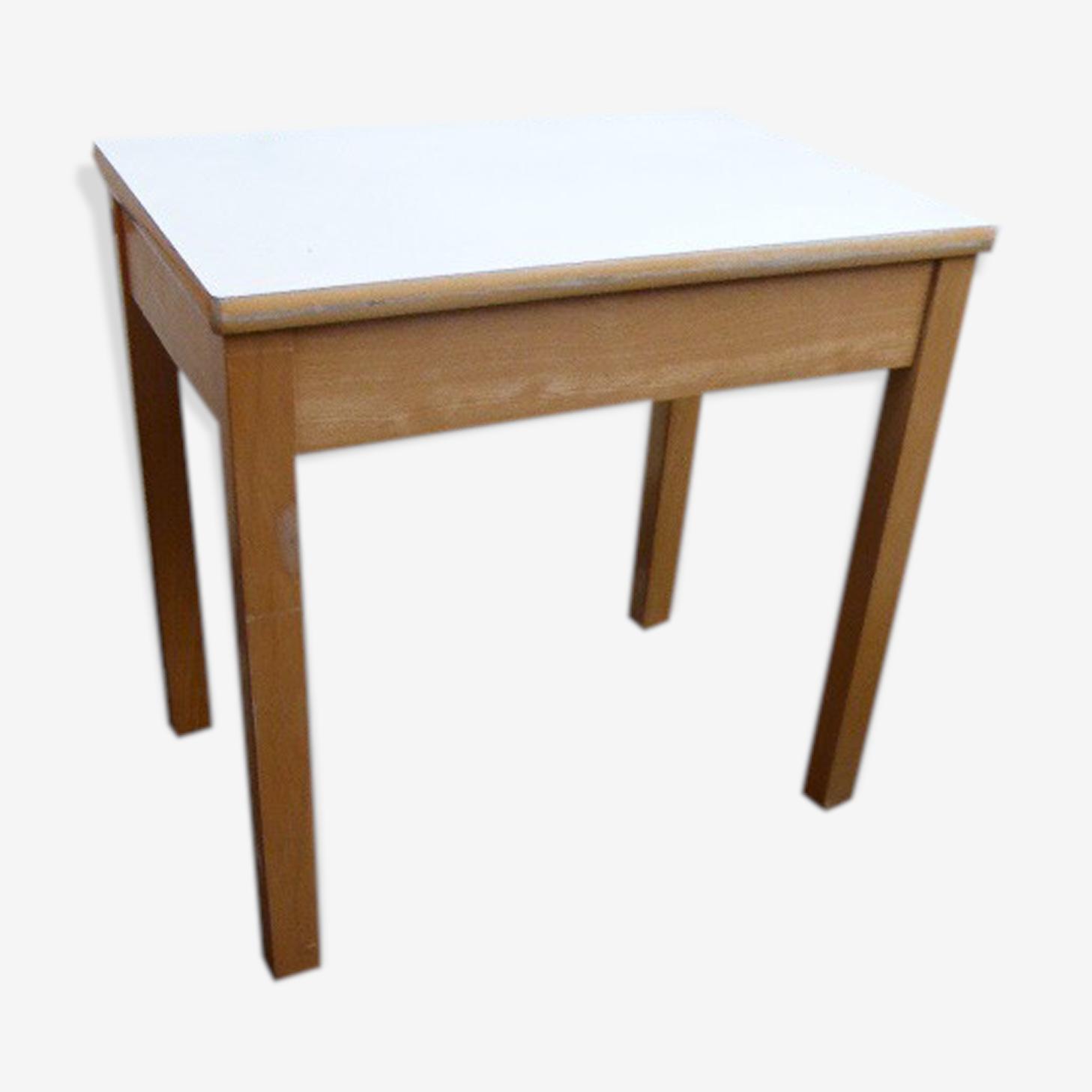 Bureau pour enfant en bois vernis clair et plateau blanc