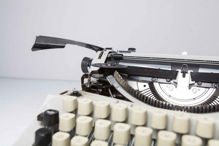 Machine à écrire Scheidegger International révisée
